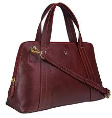 High Design Clutches A Medium Sized Elegant Cross Body With A Grab Handle Ideal