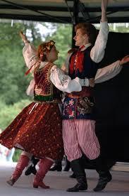 Танец полька происхождение разучивание для новичков и детей  К примеру белорусы исполняют ее очень грациозно русские весело а вот эстонцы это пожалуй единственный народ который смог превратить танец из