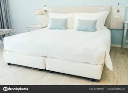 Komfortables Kissen Bett Dekoration Hotel Schlafzimmer Innenraum