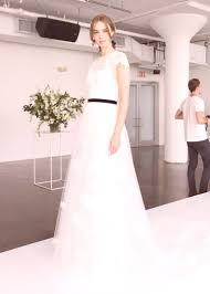 Módní Svatební Trendy V Roce 2018 šaty účesy Na Fotografii