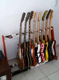 note this type of stand is not suitable for guitars of special shapes such as flying v for example