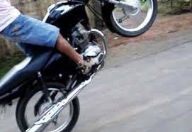 Resultado de imagem para manobras com motos cg