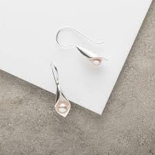 calla lily pendant and earrings pearl jewellery set