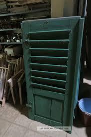 Uralter Fensterladen Klappladen Holzlamellen Beschläge Grün
