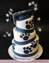 Pin By Roma Kong On Event Ideas In 2019 Cake Graduation Bulldog Cake