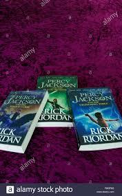 Percy Jackson per bambini romanzi tascabili o libri da Rick Riordan Foto  stock - Alamy