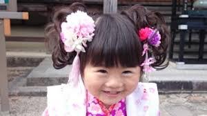 七五三に使う女の子のつけ毛つけ毛のつけ方や三歳の子どもの髪にあわせ