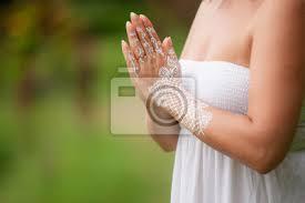Fototapeta ženské Ruce S Bílým Henna Tetování Se Modlí Krásné Indiánské