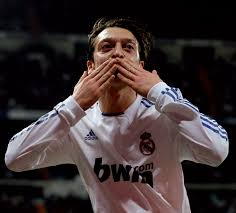 Manchester United interested as Real Madrid make Mesut Ozil available for €45m [Bild]