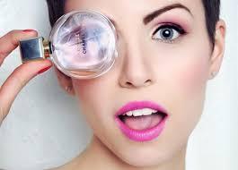 Запах женщины: 5 способов носить парфюм летом - - Красота и ...