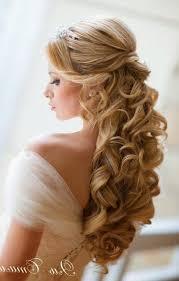 Coiffure Mariage Blonde Bouclee Cheveux Long Attache Avec