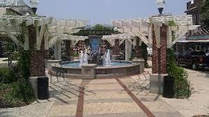 edgewater hotel winter garden. Edgewater Hotel: Beautiful Fountain Outside Hotel. Hotel Winter Garden -