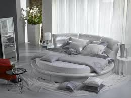 Beautiful Round Bed Ideas That Will Spruce Up Your Bedroom : Shabby Chic  Bedroom With Circular