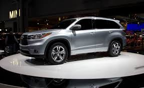 2014 Toyota Highlander Photos and Info | News | Car and Driver