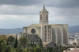Sehr beliebt sind treppenstufen in stein für außen, da sie witterungsbeständig, pflegeleicht und dekorativ sind. Was Macht Die Kathedrale Von Girona So Magisch Club Villamar