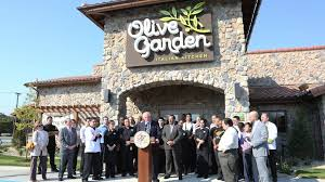 pat quinn touts illinois job gains at olive garden ribbon cutting chicago business journal