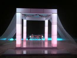 Snugglers Furniture Kitchener Columnas Iluminadas Con Tela Mesa De Novios De Acra Lico