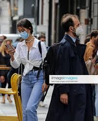 Stockfoto Napoli Coronavirus persone con mascherine per