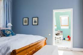 Wandfarbe Schlafzimmer Rosa Bettwäsche 80x80 Nachtlampe