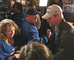 Fans, former Cub stars get an early start on World Series rally - Chronicle  Media