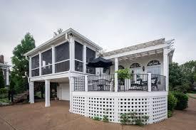 screened in deck. Porch-screened-deck-pergola-aluminum-curved-railing-val- Screened In Deck .