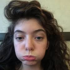 lorde posted a makeup free selfie and it s pretty endearing morning mix