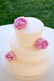 fresh flower wedding cakes. this is the perfect option for both minimalist bride and enthusiastic decorator. if you have intricate decor want your cake to stand out, fresh flower wedding cakes i