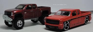 Two Lane Desktop: Hot Wheels 2007 Chevy Silverado in 2WD and 4x4