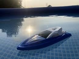 <b>JJRC S5 Baby Shark</b>: Remote-controlled boat for $15.99