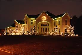 outdoor christmas lighting. string lighting outdoor christmas