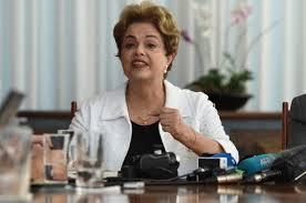 Resultado de imagem para dilma andando no palacio em brasilia fotos