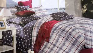 1 queen size fl duvet cover back side is stpipes pink 88 x