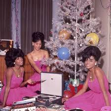 In 1959 two fifteen year olds, florence ballard and mary wilson, met at a talent show. Supremes Home Facebook