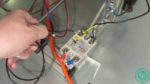 on the static relay side, connect now the 2nd wire (it should be red)
