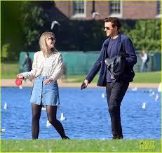Saoirse Ronan & Boyfriend Jack Lowden Enjoy Rare Date in London!: Photo  4482952   Jack Lowden, Saoirse Ronan Pictures