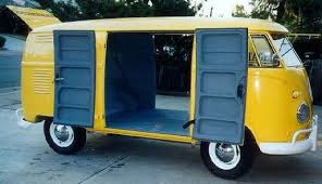 some people think the term double door refers to the two side cargo doors it actually refers to a bus with cargo doors on