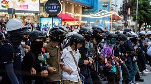 Thailand's Prime Minister lifts state of emergency. Protesters give him  three days to resign - CNN