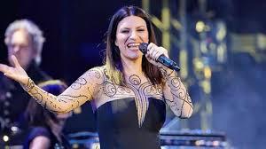 Sanremo 2021, l'abito di Laura Pausini al Festival: look, stilista, vestito