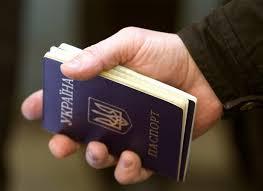 Незаконно заволодів паспортом та грошовими коштами знайомого