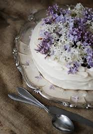edible flowers pavlova with lilac