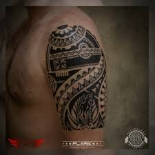 мужская тату на плече в стиле орнаментал фото татуировок