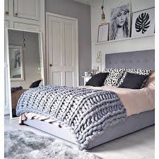 Female Room Painting Design Chunky Knit Blanket Bedroom In 2019 Small Room