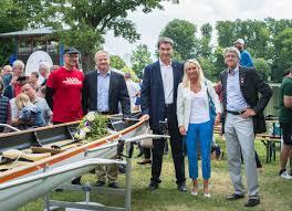Kunstminister bernd sibler (csu) hat nun folgende empfehlung parat. Familie Baumuller Ubergibt Neues Boot Fur Den Jugendbereich Des Rudervereins Nurnberg