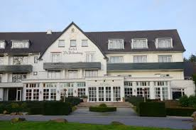 """File:Bilderberg Hotel-Restaurant between Oosterbeek and Wolfheze in lovely sunshine and with """"Trattoria Artusi"""" - panoramio.jpg - Wikimedia Commons"""