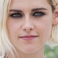 kristen stewart makeup black eyeshadow charcoal eyeshadow pink lipstick steal her style