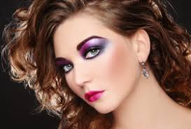 prom hair makeup fotolia 26462483 xs 80 s makeup style