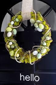 how to make a simple spring reindeer moss wreath via makinglemonadeblog com