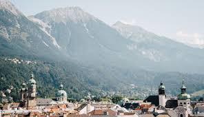 Le drapeau de l'autriche a été adopté en 1918. Pourquoi Visiter Innsbruck La Capitale Du Tyrol Autrichien Hellolaroux