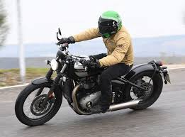 triumph bonneville bobber review test 2017 1024x768 1024x760