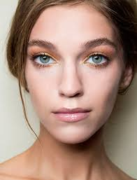easy makeup tricks you can do with your bathroom essentials